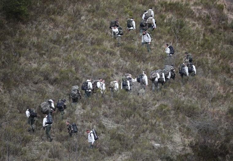 Image: French military personnel search in the Alps for wreckage