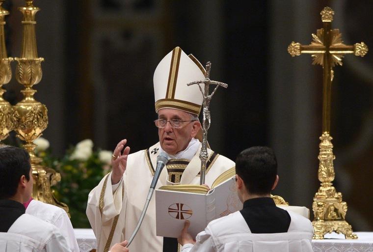 Image: VATICAN-POPE-EASTER-VIGIL-HOLY WEEK