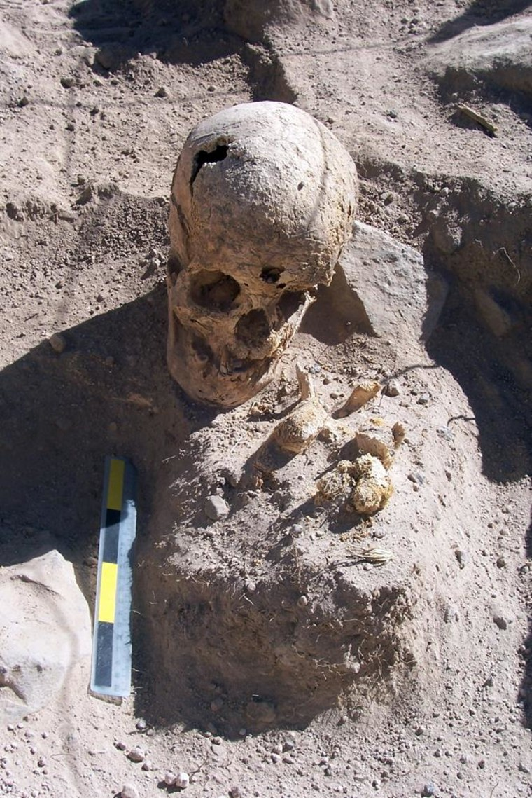 Image: Ancient human remains in tomb in Peru