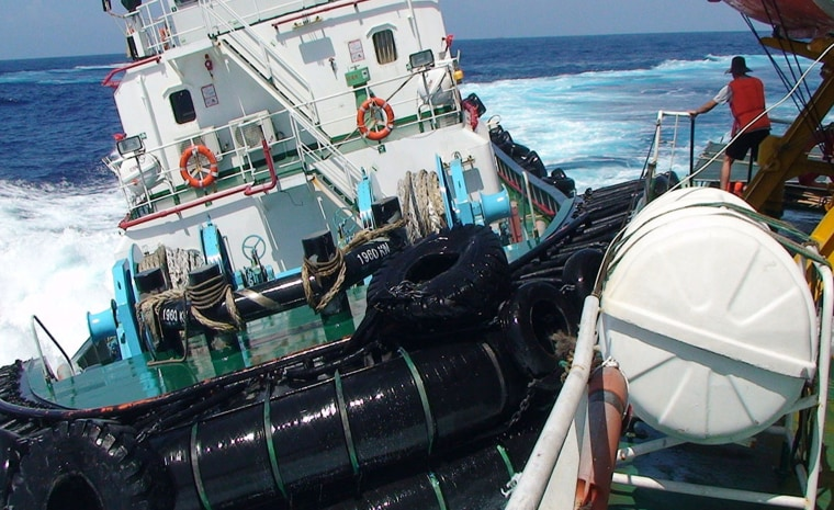 Image: This June 23, 2014 handout photo from Vietnam's maritime police shows a Chinese boat (L) supposedly ramming a Vietnamese vessel (R) in contested waters near China's deep sea drilling rig in the South China Sea.