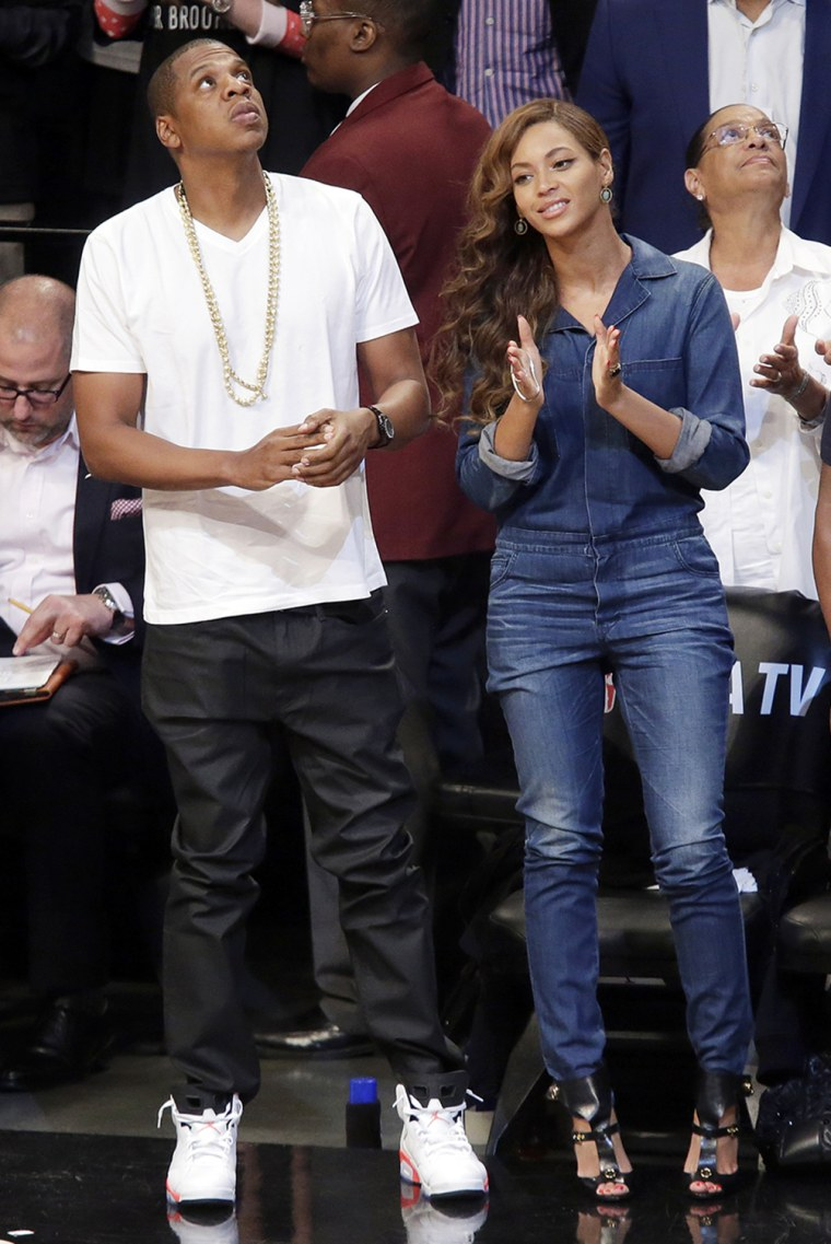 Jay-Z and Beyonce watch the Brooklyn Nets