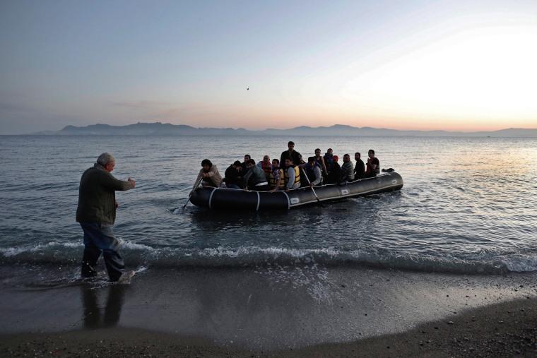 Image: Refugees arrive on the island of Kos