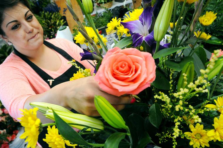Image: Mother's Day; New Mexico; flowers; rose; florist; floral designer; Desarae Terrazas