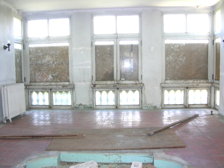 """The mansion's """"morning room"""" before being renovated."""