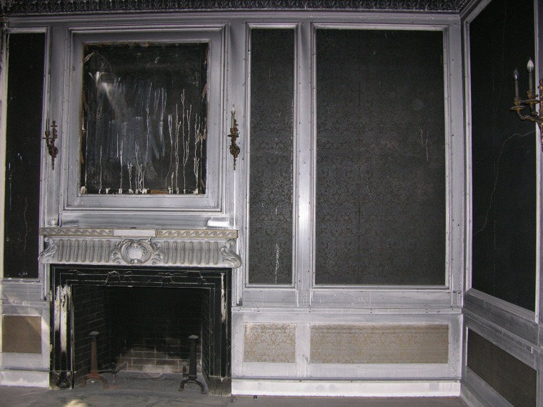 The parlor room before the renovation.