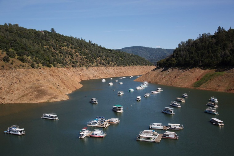 Image: Boats crowd the Lake Oroville Marina