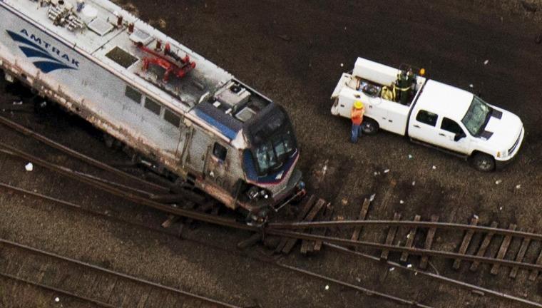 Image: Derailed Amtrak train in Philadelphia