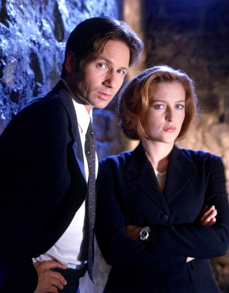 THE X-FILES, David Duchovny, Gillian Anderson, Season 5, 1997-1998. TM and Copyright © 20th Century