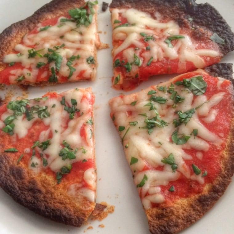 Low-calorie margherita pizza