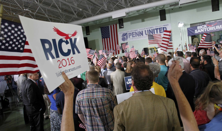 Image: Crowd gathers for Republican presidential candidate and former U.S. Senator Rick Santorum's formally declaring his candidacy for the 2016 Republican presidential nomination