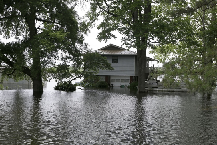Image: Homes on the banks of the Arkansas River in Pine Bluff, Arkansas