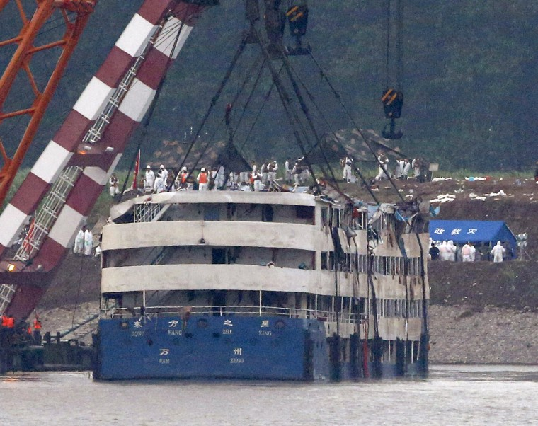 Image: A rescue team works on lifting the capsized cruise ship Eastern Star in the Jianli section of Yangtze River, Hubei province