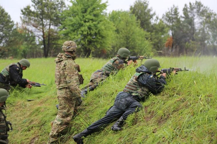 Image: U.S. Army instructors train Ukrainian military forces at the Yavoriv training center