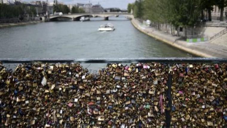 """The """"Love Locks"""" Pont des Arts bridge in Paris"""
