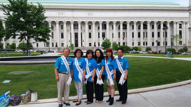 Members of the Korean American Parents Association of Greater New York, including co-president Christine Colligan (second from right), go to Albany to lobby the state Legislature to pass a bill requiring school textbooks to include references to the East Sea.