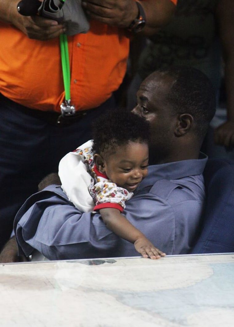 Image: Survivors of a plane crash in the Bahamas