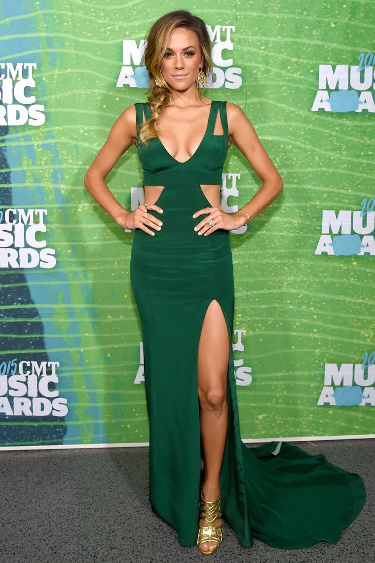 Jana Kramer arrives at the 2015 CMT Music Awards