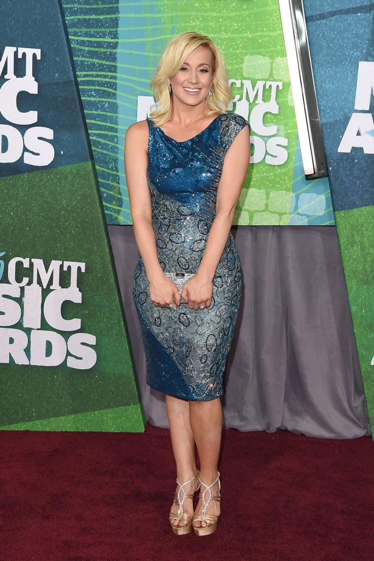 Kellie Pickler arrives at the 2015 CMT Music Awards