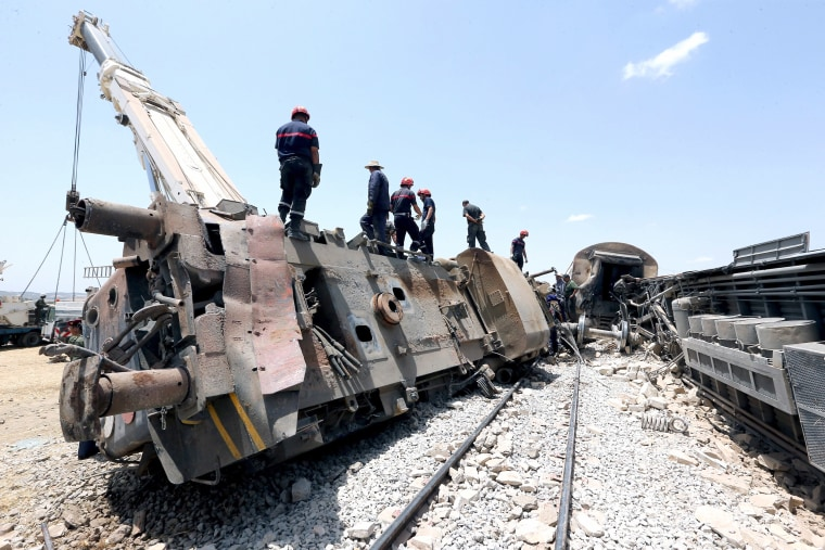 Image: 17 killed, 70 injured in Tunisia train crash