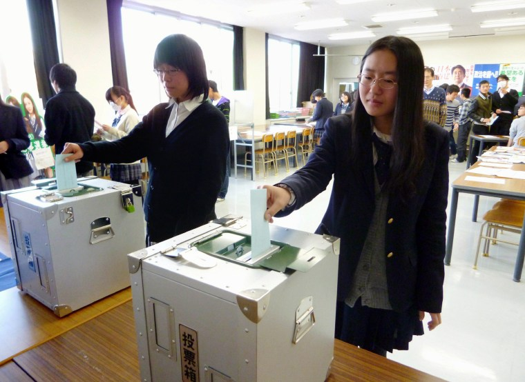 Image: High school students casting straw votes f