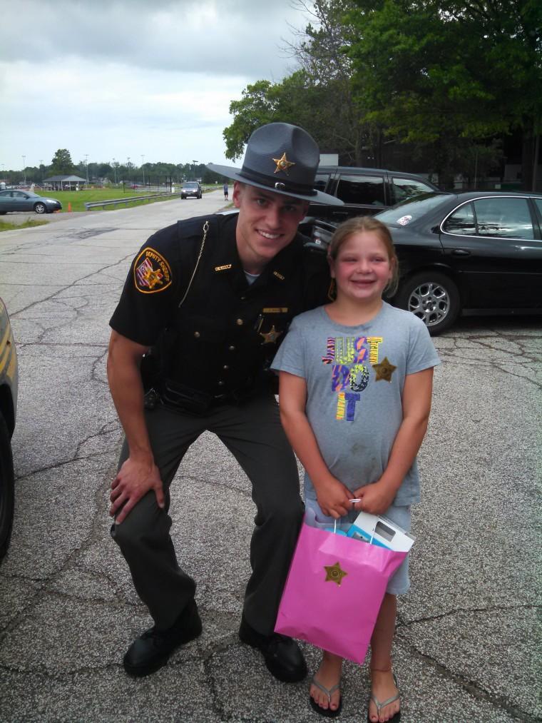 Deputy gives girl iPad