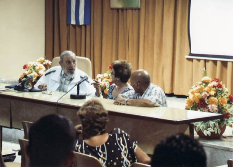 Image: Fidel Castro visits a Research Center at the Cuban Food Ministry