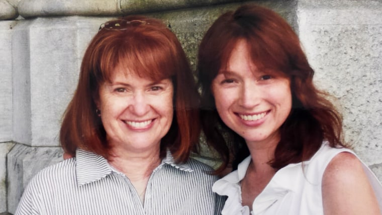 Ellie Kemper gets a surprise call – from her hilarious mom