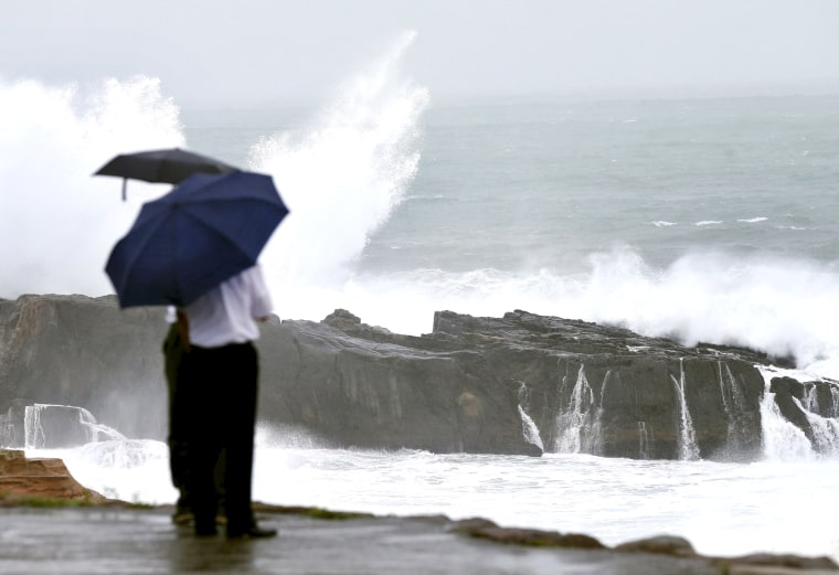 Image: High waves caused by Typhoon Nangka break on the shores of Senjojiki, Shirahama town
