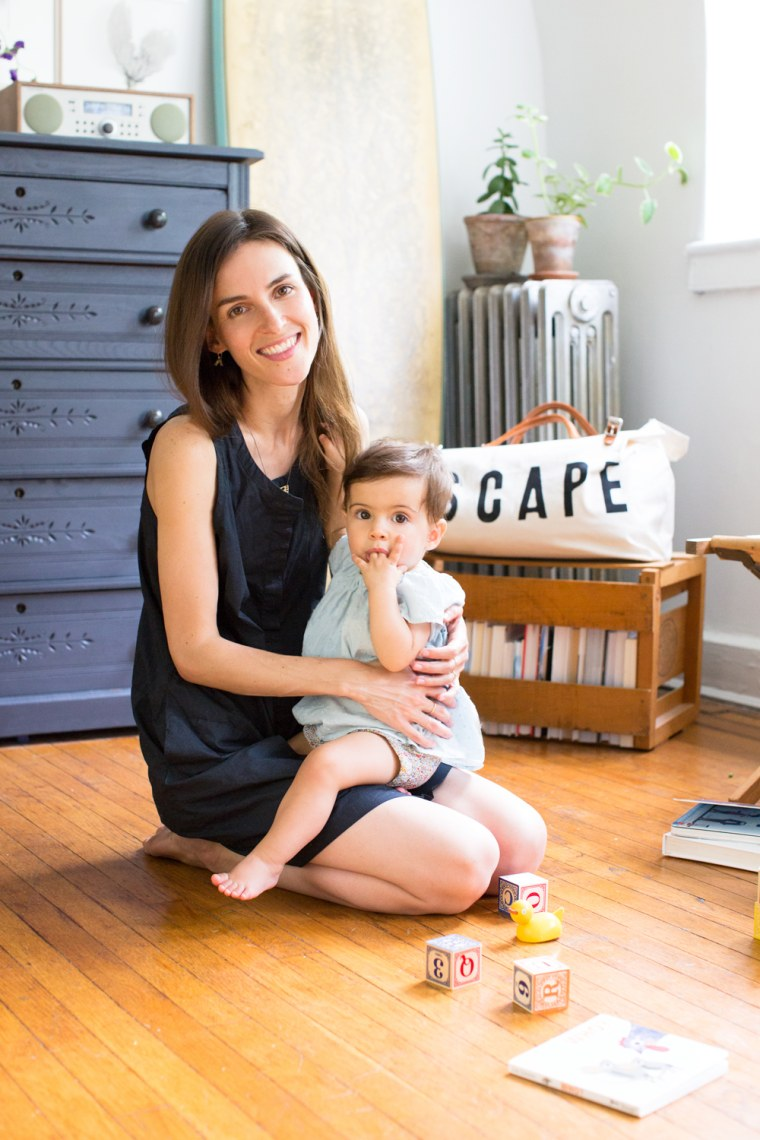 39 reading my tea leaves 39 blogger erin boyle shows off tiny. Black Bedroom Furniture Sets. Home Design Ideas