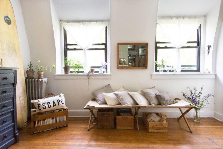 """Reading My Tea Leaves"" blogger Erin Boyle's home"