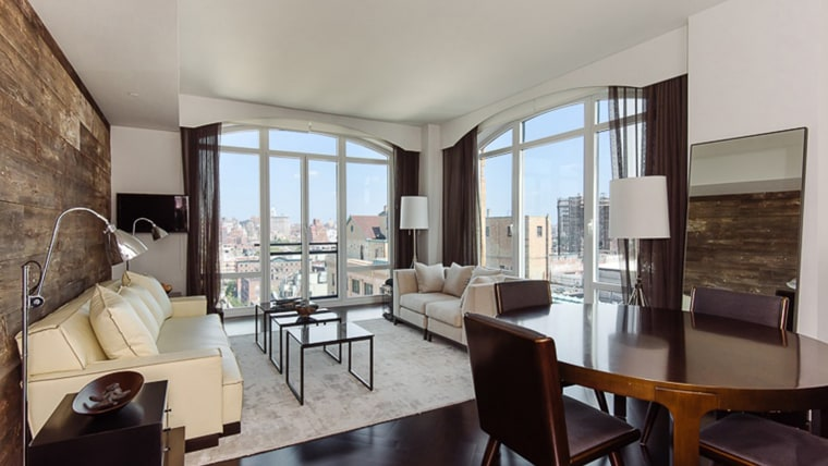 hilary swank renting her nyc apartment take a peek inside. Black Bedroom Furniture Sets. Home Design Ideas