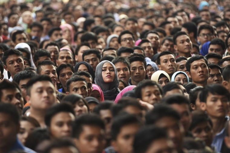 Image: Ten of thousands job seekers wait outside Gelora Bung Karno stadium to enter for a job fair in Jakarta, Indonesia