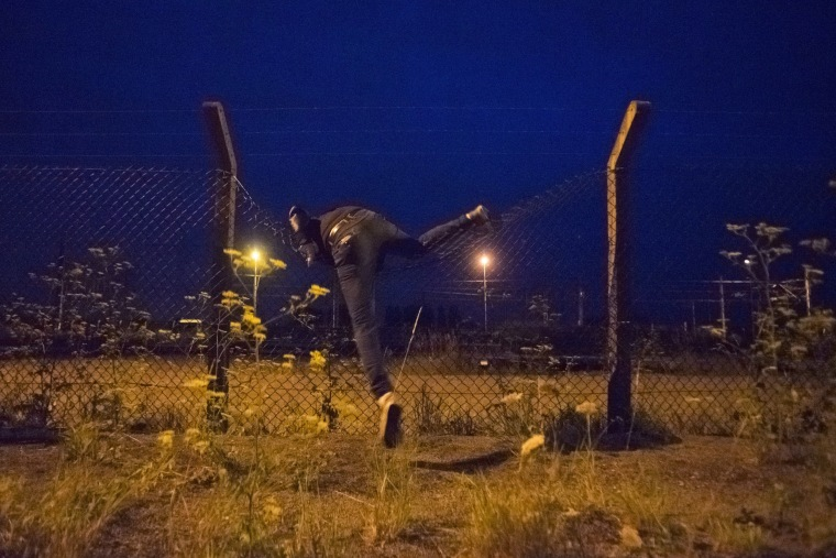 Image: Migrants in Calais