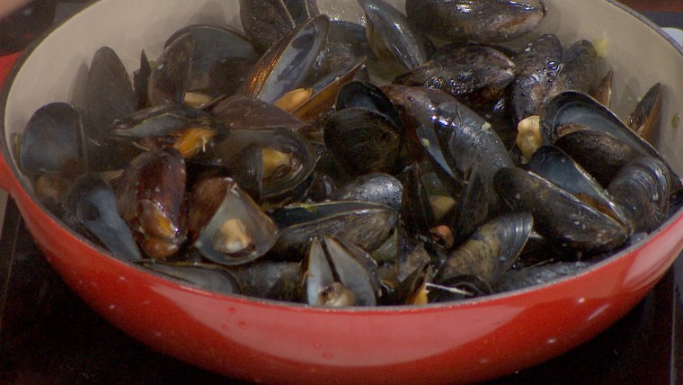 Tamron's Tuesday Trend for Food. Mussels and a clambake.