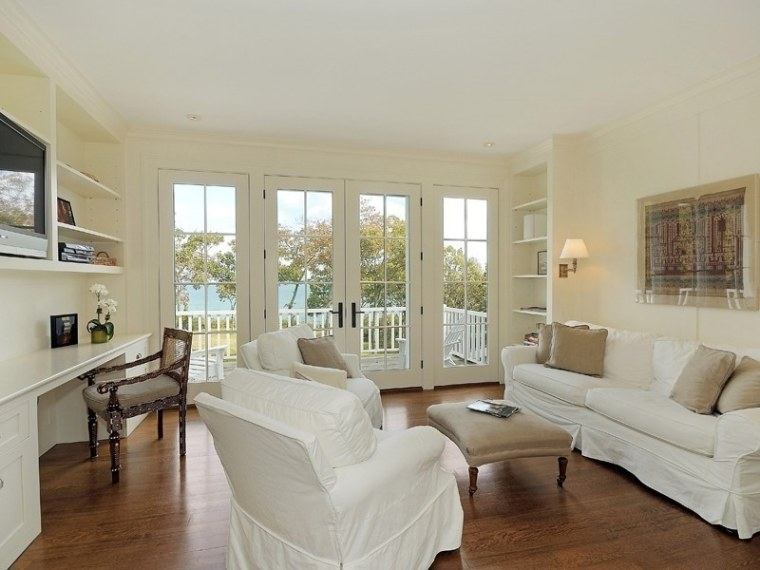 hillary clinton rents waterfront hamptons home for a summer escape. Black Bedroom Furniture Sets. Home Design Ideas