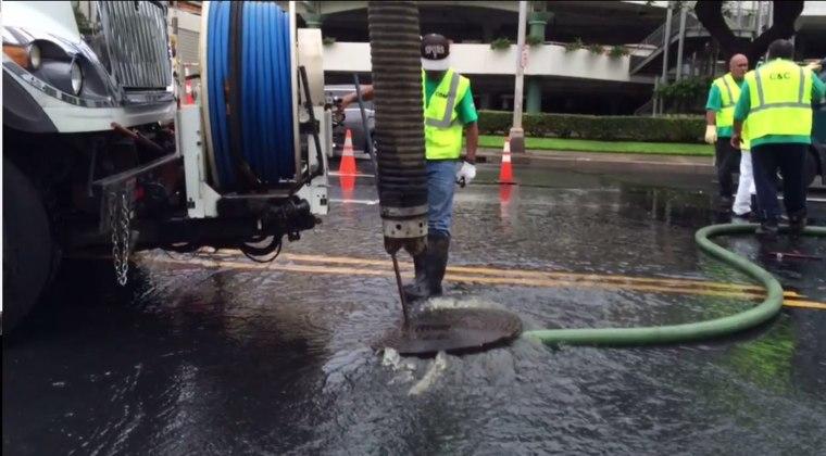 Image: Sewage spill closes Waikiki Beach.