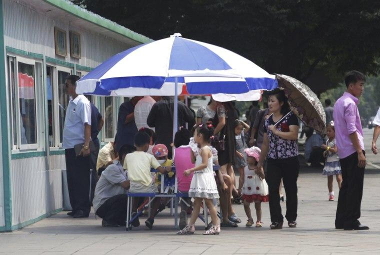 Image: A food kiosk in Pyongyang