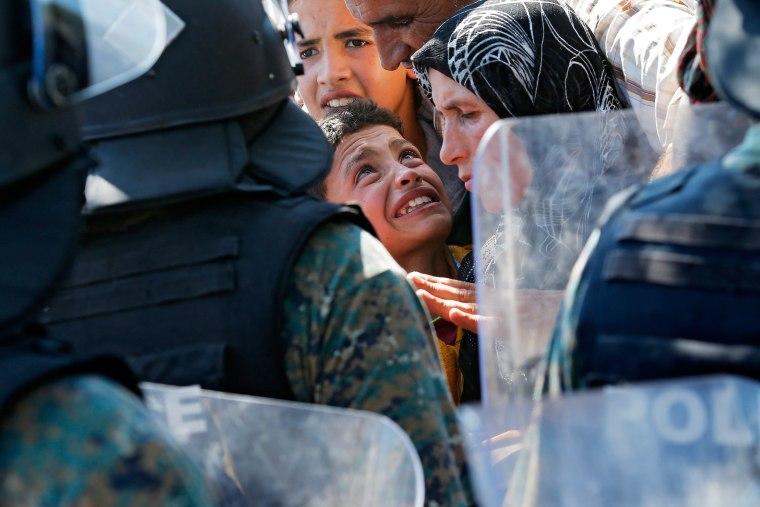 Image: Migrants pass through Macedonia on their way to EU countries