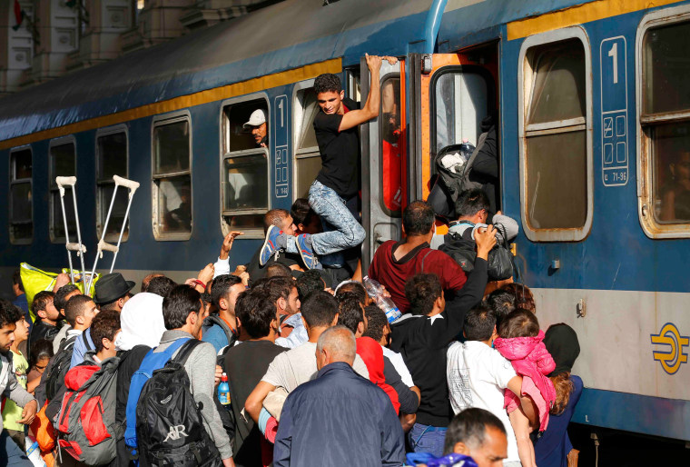 Image: Migrants storming trains in the Keleti train station in Budapest