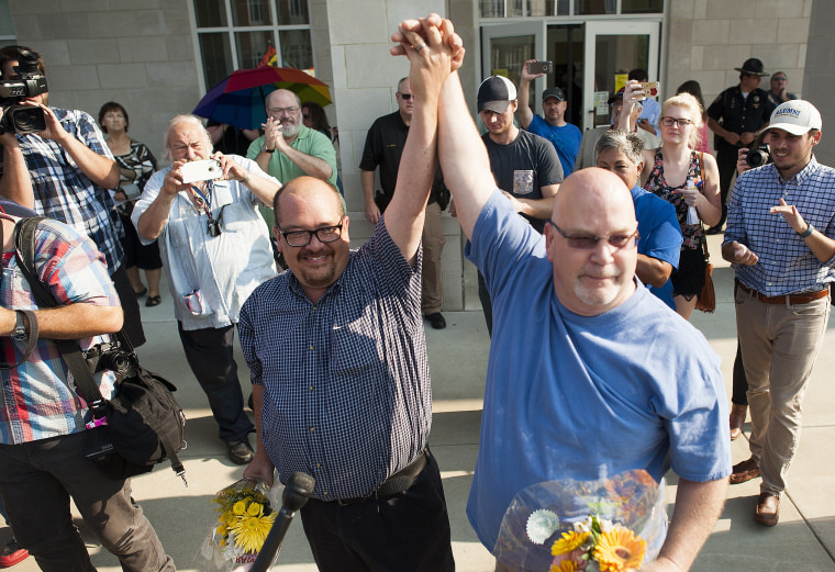Image: KY County Clerk Deputies To Issue Marriage Licenses After Kim Davis Is Jailed