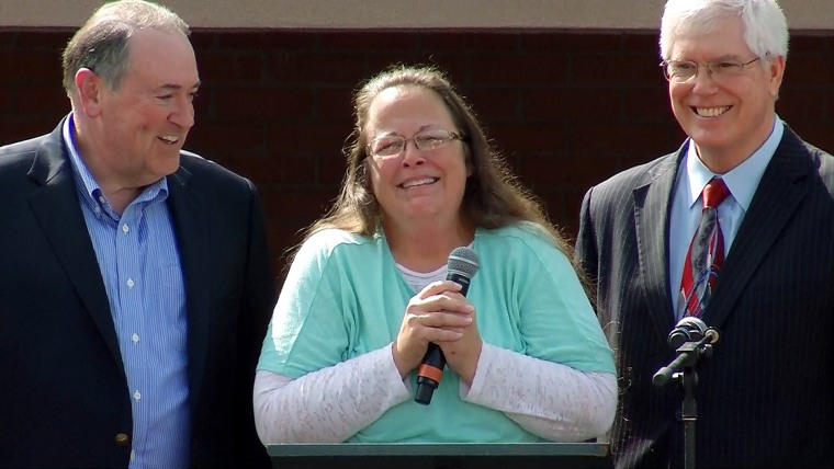 Kim Davis faced a crowd of supporters after she was released from jail Tuesday.