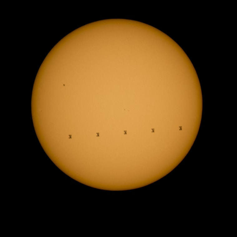 Space Station Crosses Sun's Face in Stunning Photo from Earth