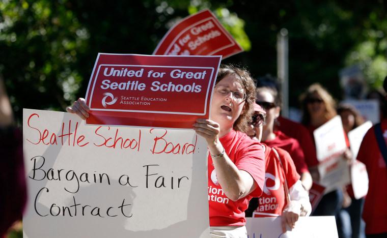 Image: Teachers picket on September 2