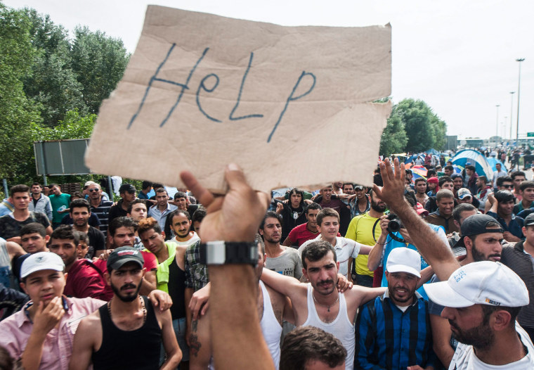 Image: Refugees at Hungarian border with Serbia