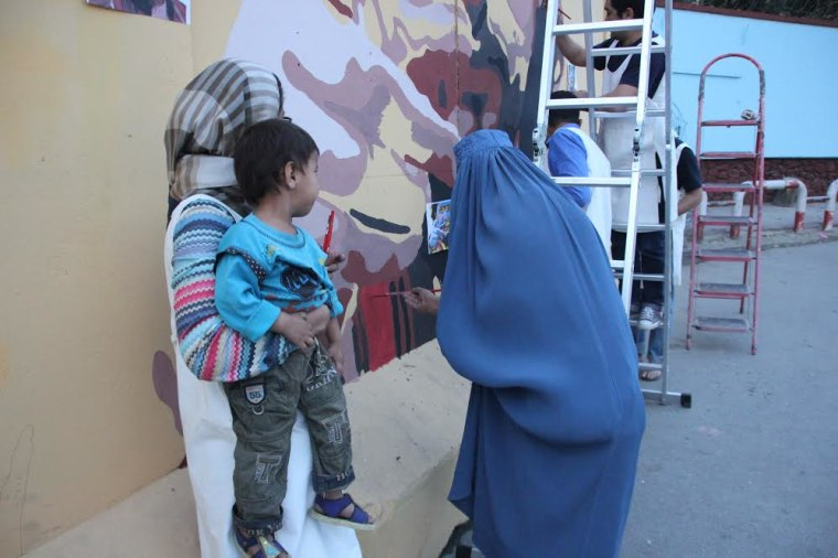 Image: Kabul residents volunteer to paint with artist Kabir Mokamel