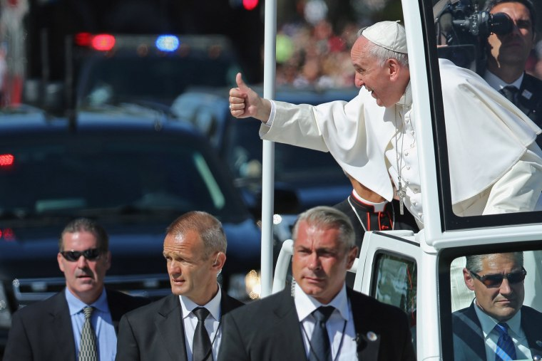 Image: Pope Francis Drives Parade Route Around D.C.'s National Mall