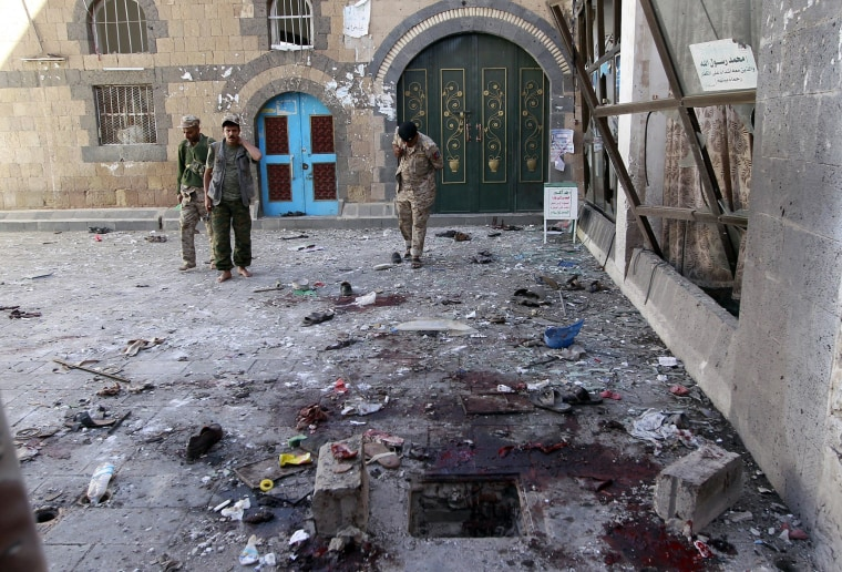 Image:Yemeni Huthi rebels check the Balili mosque in the capital Sanaa