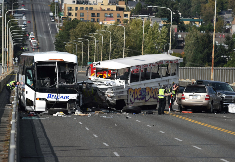 Image: tour bus and a tourist duck boat crashes in Seattle