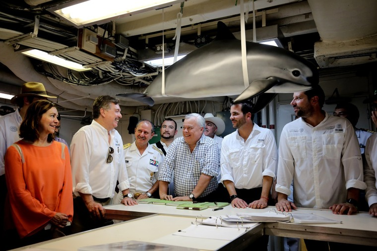 Chief expedition scientists Lorenzo Rojas of SEMARNAT and Barbara Taylor of NOAA Fisheries meet with Mexico's Minister and Deputy Minister of the Environment and Natural Resources, the Director of Fisheries and the Governor of Baja California aboard the R/V Ocean Starr on Oct. 1, 2015.