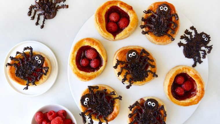 Spooky spider tarts for Halloween